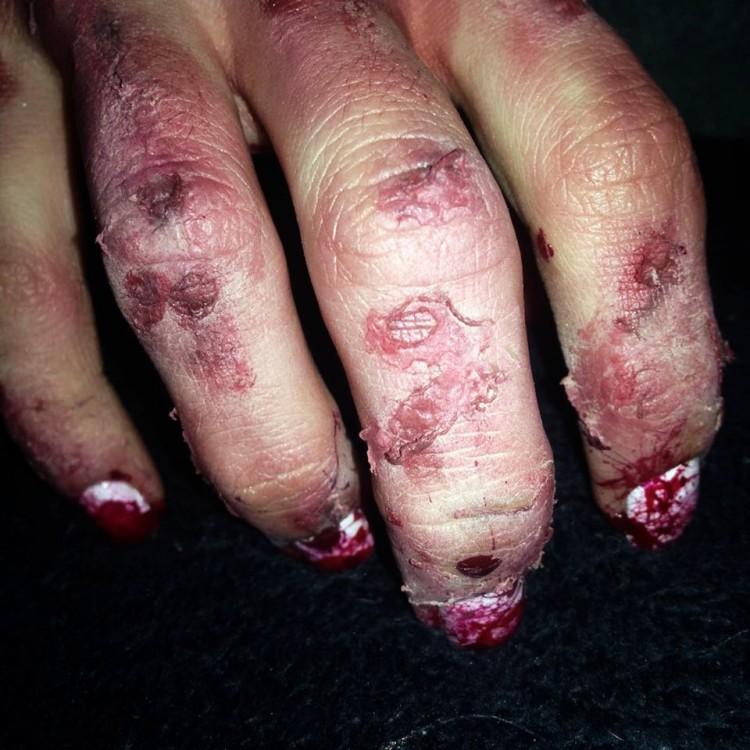 nail-art-ensanglante-et-makeup-fx-16