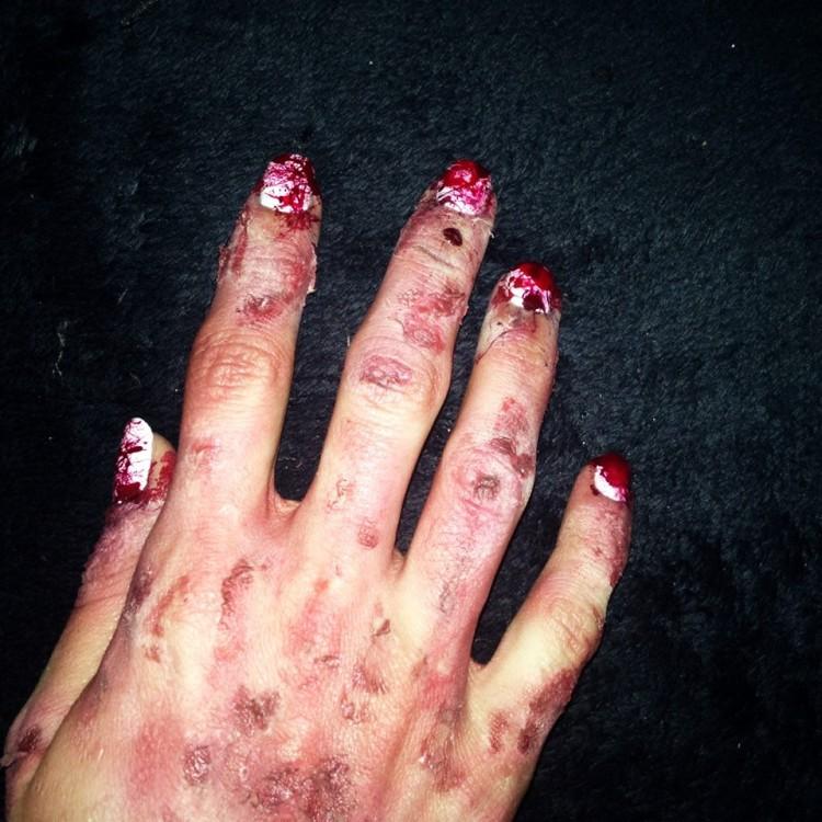 nail-art ensanglanté  et makeup fx (3).jpg