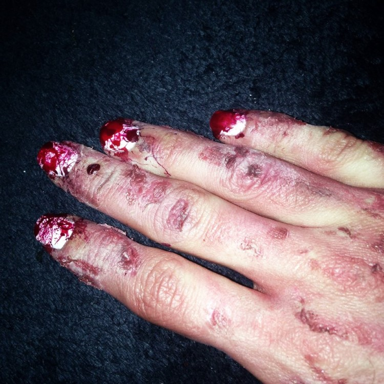 nail-art-ensanglante-et-makeup-fx-7