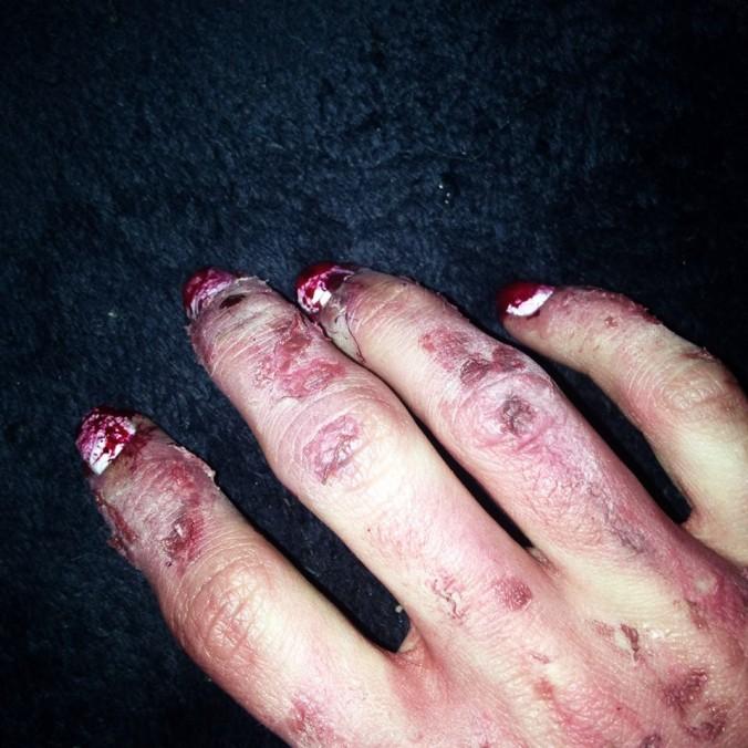 nail-art ensanglanté  et makeup fx (8).jpg