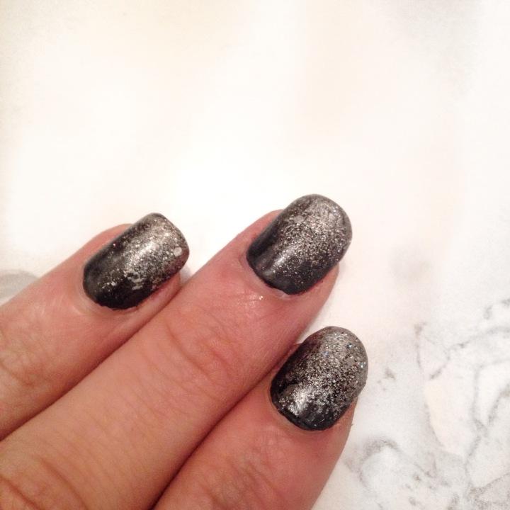 nail-art-noir-et-paillete-3