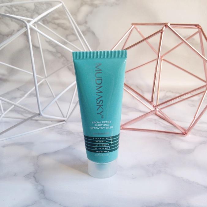 Glossybox Janvier 2017 Simply Beautiful Mudmasky facial detox.JPG