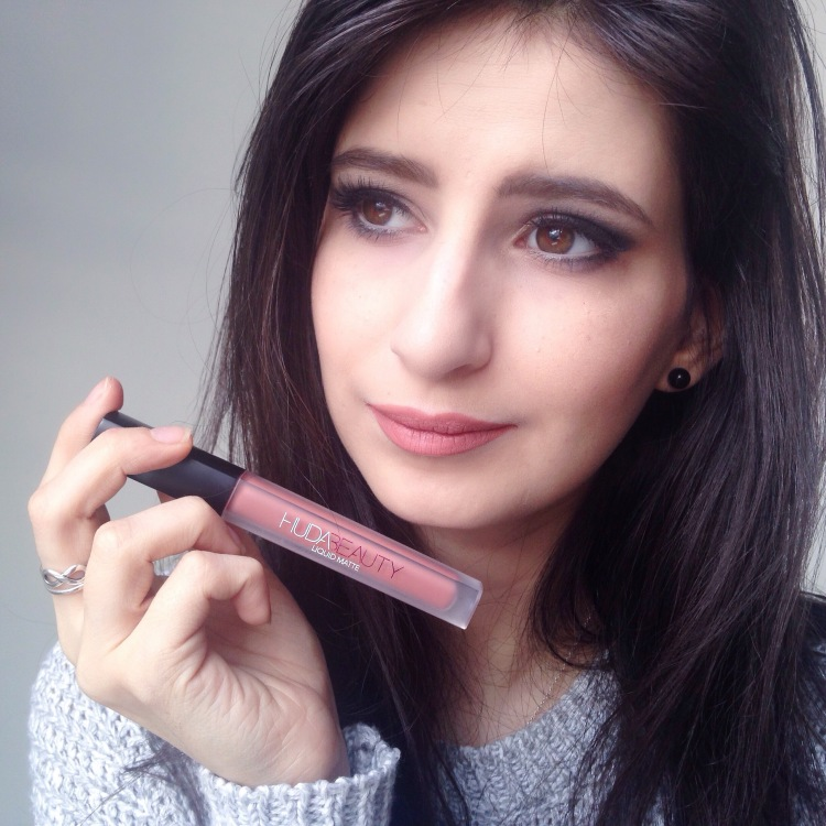 swatch-rouge-a-levres-huda-beauty-bombshell-2