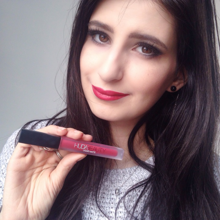 swatch rouge à lèvres Huda Beauty Cheerleader (3).JPG