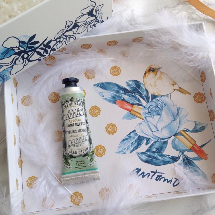 Glossybox Mars 2017 Secret Garden Panierdessens crème mains.JPG