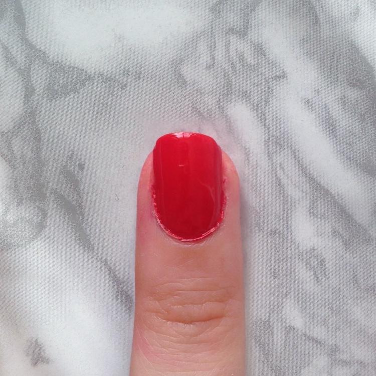 Mani Marker de L'Oréal Paris (401 Red) - Appliqué sur tout l'ongle après top-coat2)