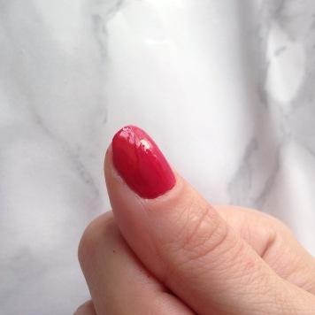 Mani Marker de L'Oréal Paris (401 Red) - Pouce après top-coat)