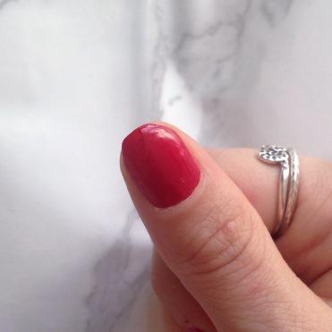 Mani Marker de L'Oréal Paris (401 Red) - Pouce (après)