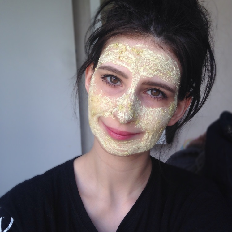 Masque frais Brazened Honey de LUSH application.JPG