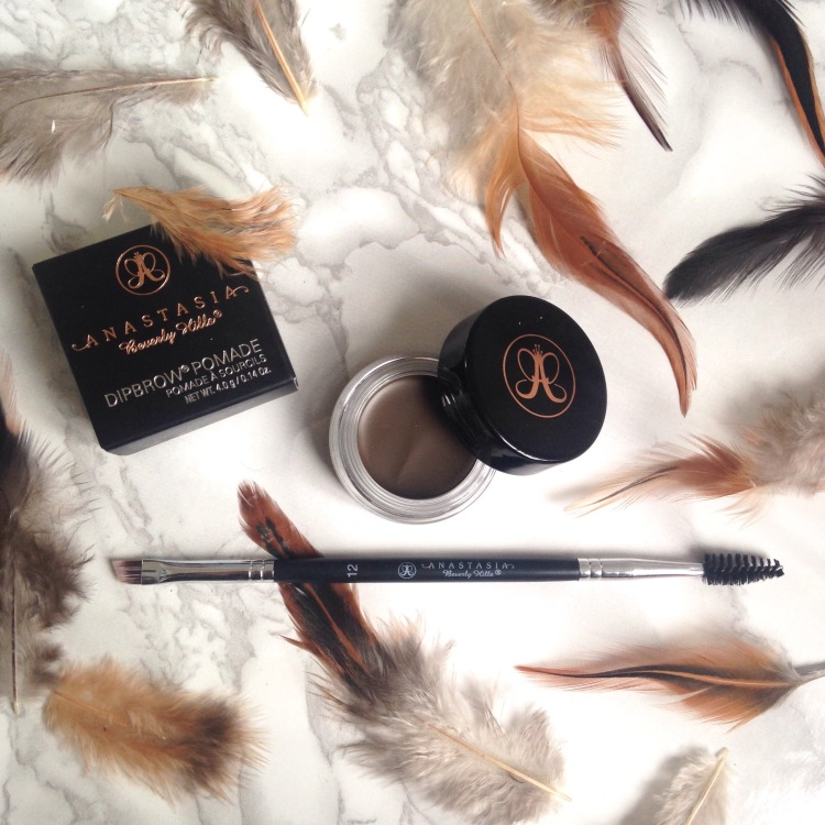 Anastasia Beverly Hills routine sourcil Dipbrow Pomade + Pinceau n°12 (1)
