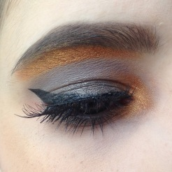 Maquillage Monday Shadow Challenge Anthracite et Or (Naked 2, Afterdark) zoom (2)