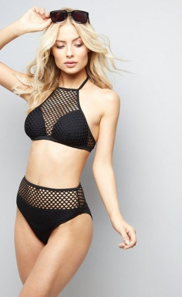 NEW LOOK - Bikini en tulle noir à col haut (http://www.newlook.com/fr/femme/vetements/maillots-bain/pool-to-party---haut-de-bikini-en-tulle-noir-%C3%A0-col-haut/p/521937001?comp=Browse + http://www.newlook.com/fr/femme/vetements/maillots-bain/pool-to-party---bas-de-bikini-noir-taille-haute-en-tulle/p/521938401?comp=Search)
