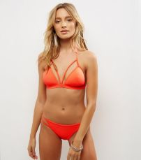 NEW LOOK - Haut de bikini triangle orange avec lanières et bonnets préformés (http://www.newlook.com/fr/femme/collections-vetements/vacances/bikini-vacances/haut-de-bikini-triangle-orange-avec-lani%C3%A8res-et-bonnets-pr%C3%A9form%C3%A9s/p/511768284?comp=Browse)